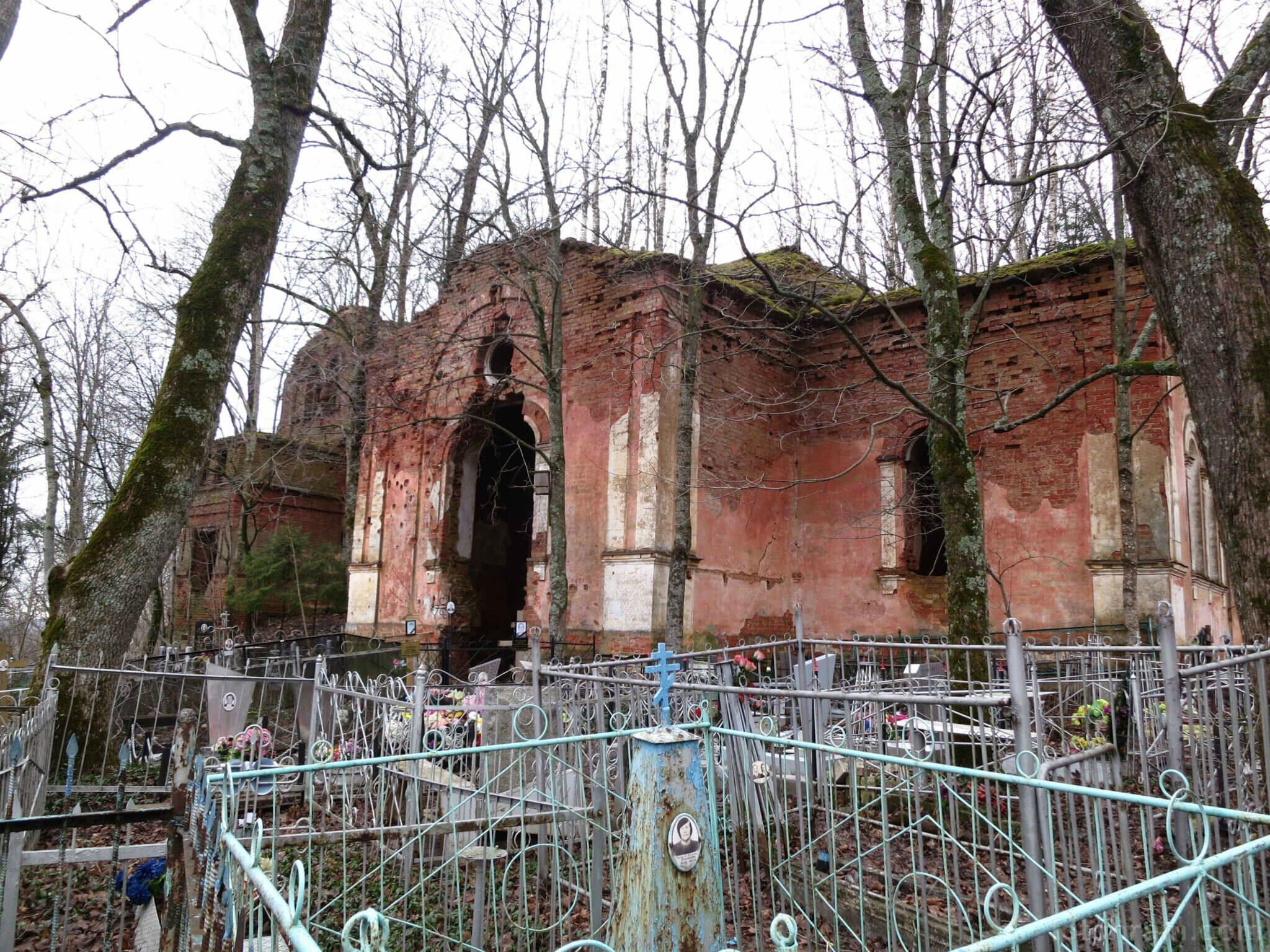Заброшенный Храм святого Николая Чудотворца в поселке Копорье фото
