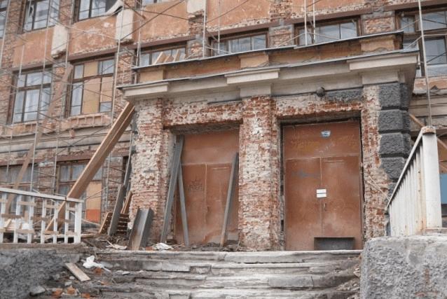 Заброшенная школа в Кировском районе фото