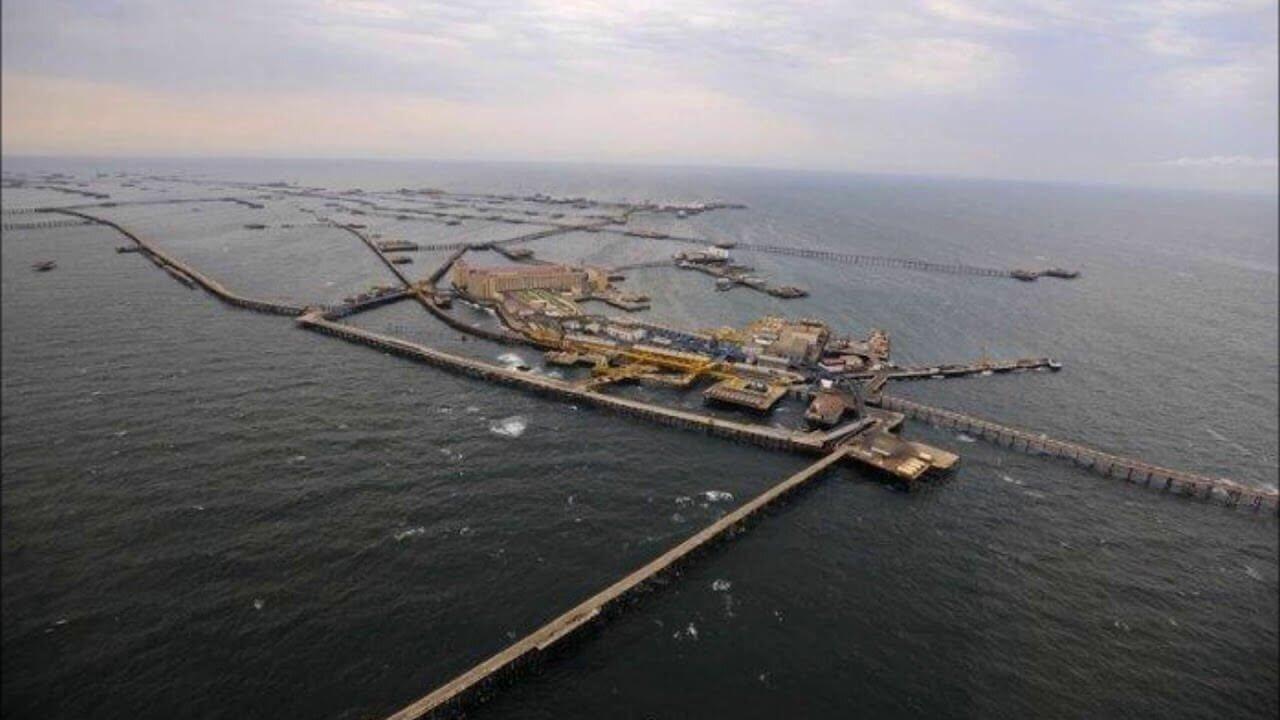 Нефтяные камни: город в открытом море