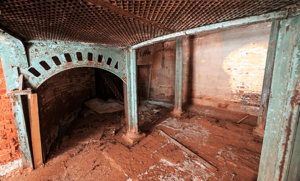 Заброшенный Богдановичевский мясной завод фото