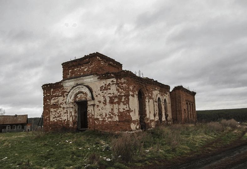 Храм в селе Гостьково (Свердловская область) фото