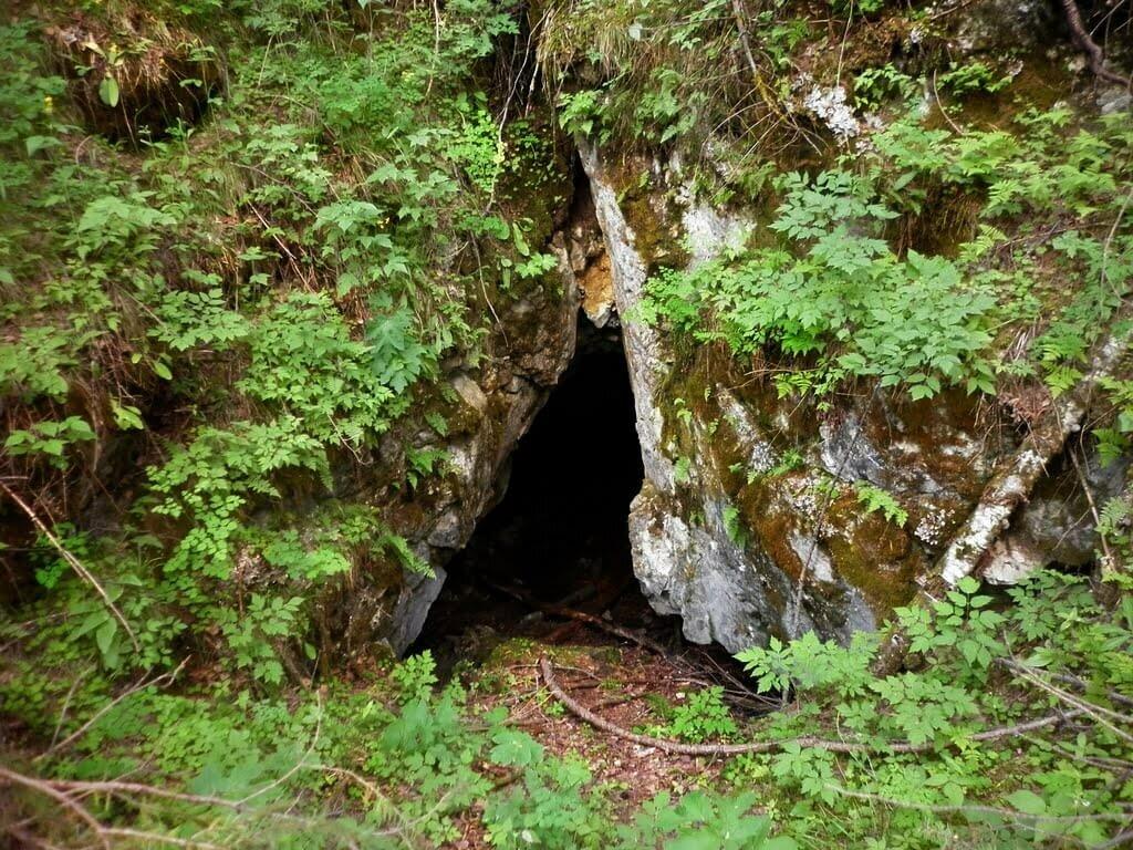 Пещера «Баяновский камень» в Свердловской области фото