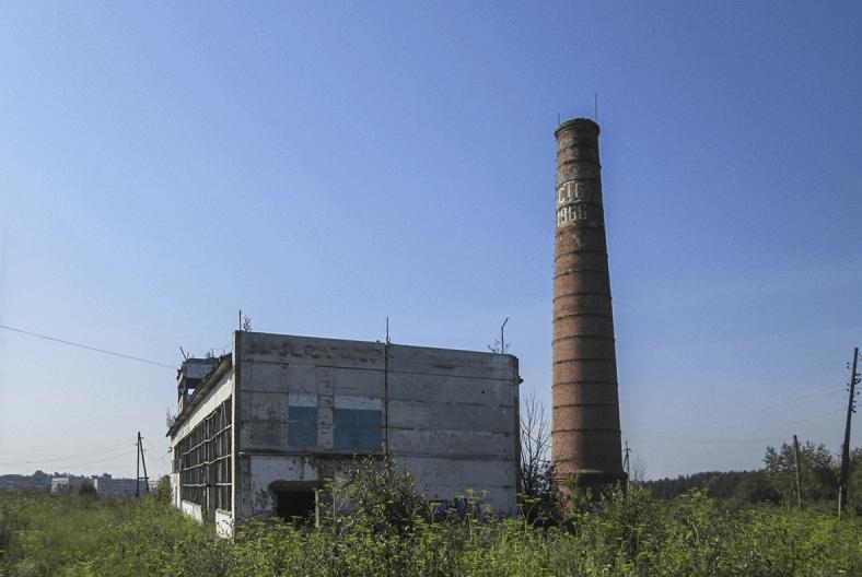 Заброшенный цех тракторного завода фото